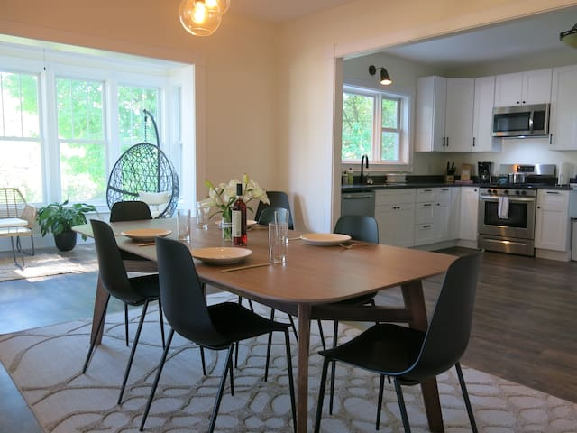 Bungalow on Broad | Downtown Bayfield Penthouse