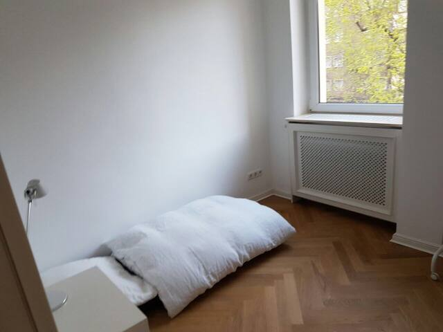 Preiswertes Zimmer, tolle location - Berlin - Apartment