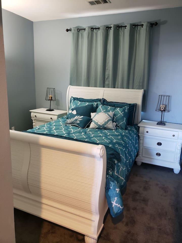 Clean,Convenient Private room shared bath