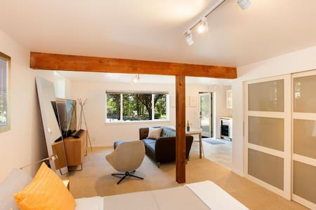 Contemporary Suite at Waterfront Park - Bainbridge Island