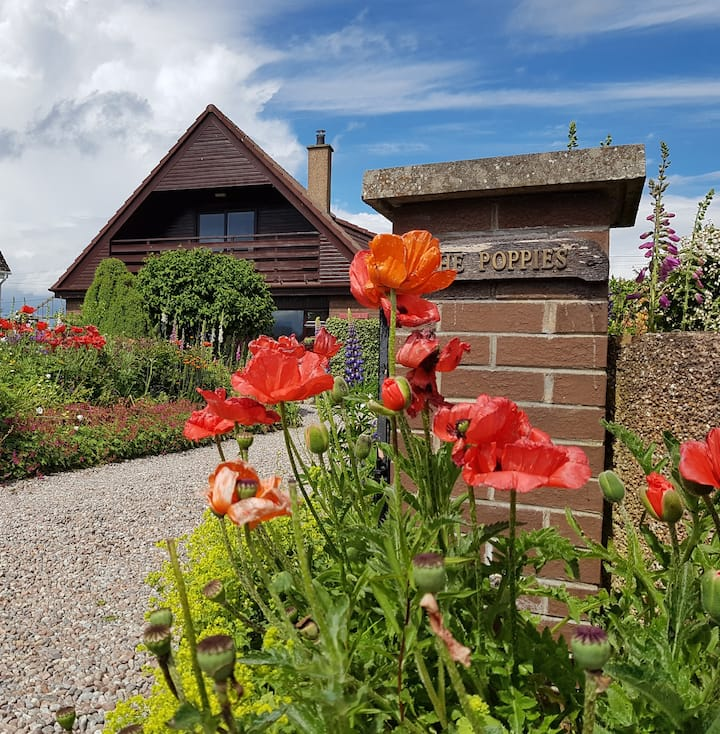 The Poppies - country cottage with a view