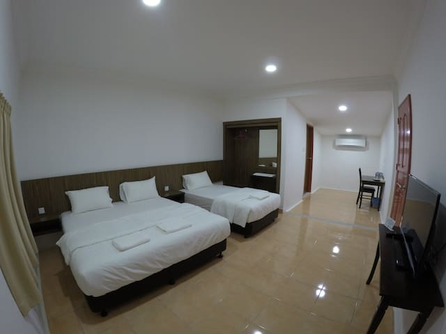 Summer Beach Lodge-Family Room - Labuan