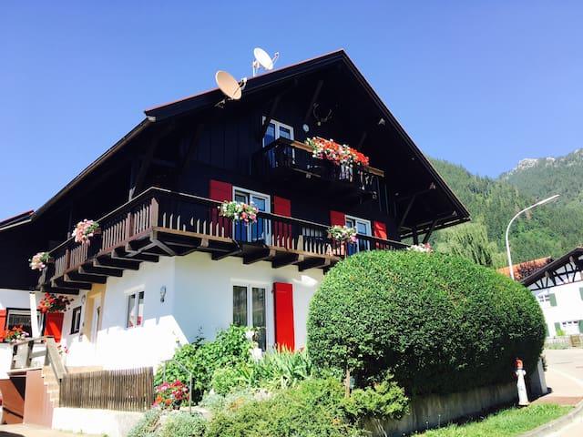 Ferienwohnung ,,Almenrausch,, bei Oberstdorf