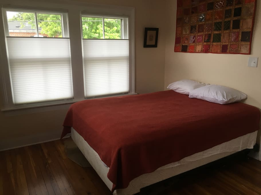 Upstairs floor 2 5 bedrooms near downtown appartamenti for Affitto cabina charlottesville va