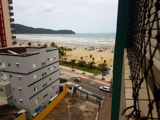 Apto Em frente ao Mar VlGuilhermina Praia Grande