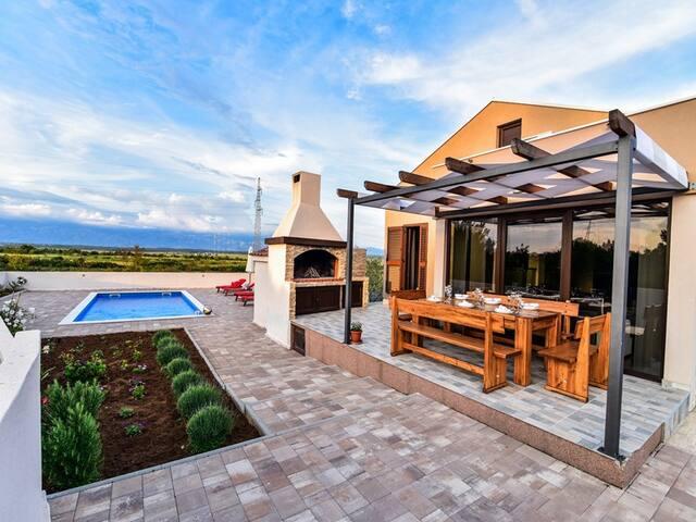 "Villa ""Marian"" with pool, near Nin"