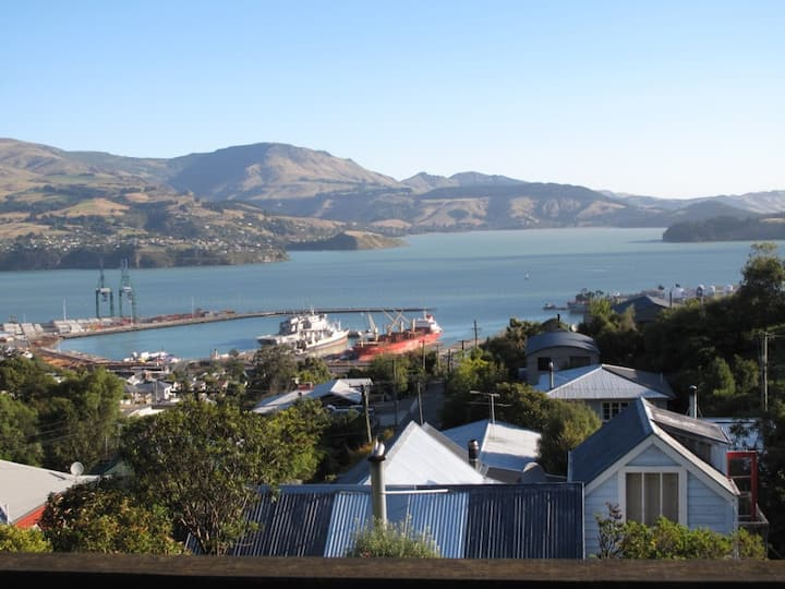 AWESOME DOUBLE ROOM LOOKING OVER PORT LYTTELTON