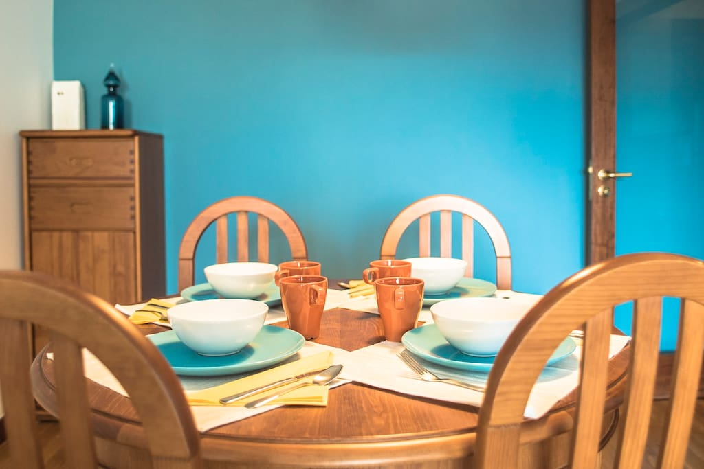 The dinning area has a blue wall and matching plates (dunno why I did that).