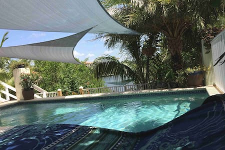 Key West-Style Waterfront Retreat in Tampa Bay, FL - Apollo Beach - Дом