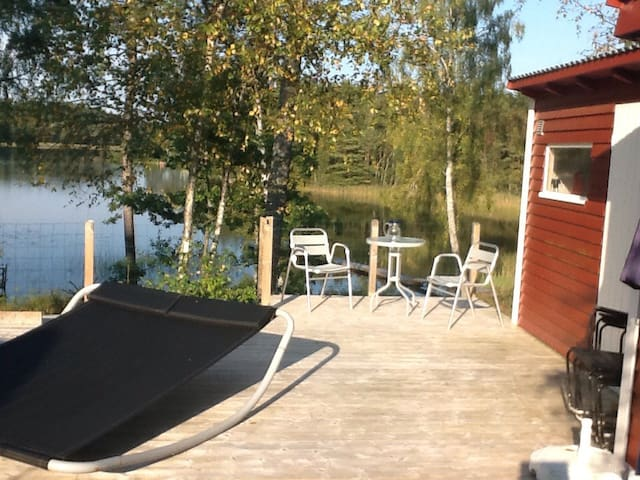 Charming summerhouse by the lake - Vårgårda - Huis