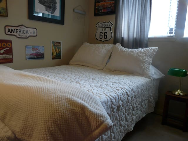 Comfy & Cozy, BEST DEAL, near GRCC, Seattle/Tacoma