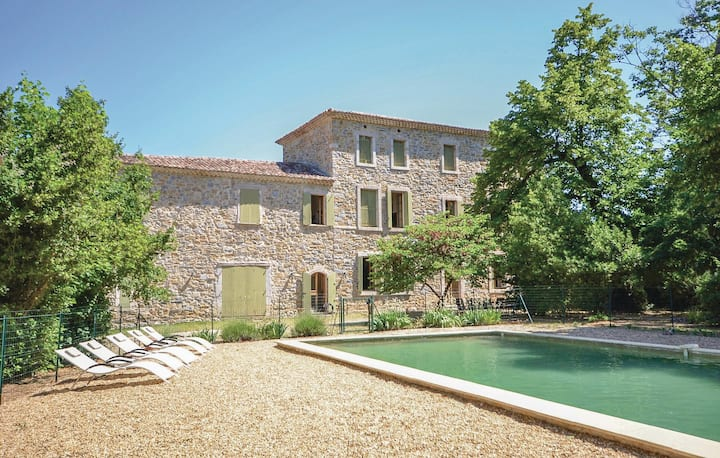 Stunning home in Anduze with 4 Bedrooms
