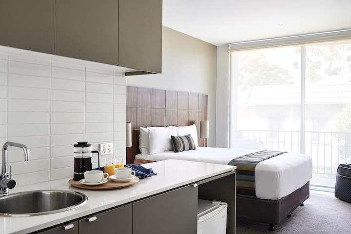 Punthill Knox - Studio Apartment