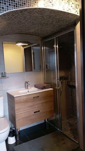 salle de douches ; wc;