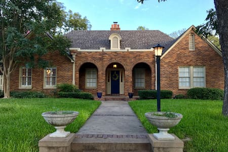 Newly-Renovated, Historic 1920 Castle Heights Home - Waco - Haus