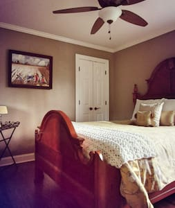 BELLE MEADE 1 BED/1 BATH IN LUX. 4 BED/3 BATH HOME - Ház
