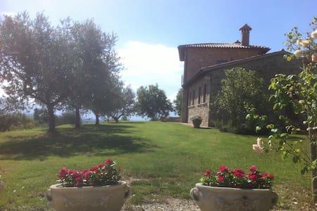 Stanza in casale panoramico - Gualdo Cattaneo - Villa