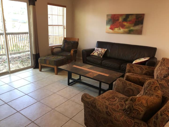 Townhouse 2 min from I-10 and 10 min from FSU/FAMU
