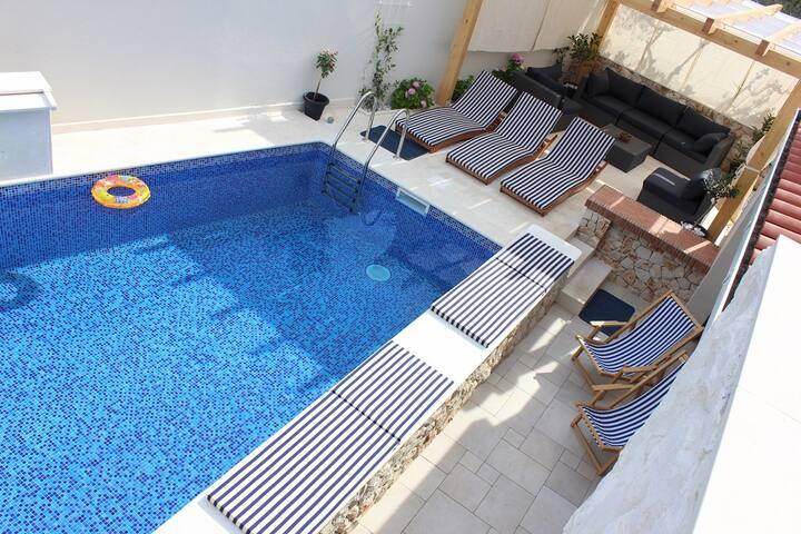 Luxury villa with pool near Trogir and Split - Slatine - Villa