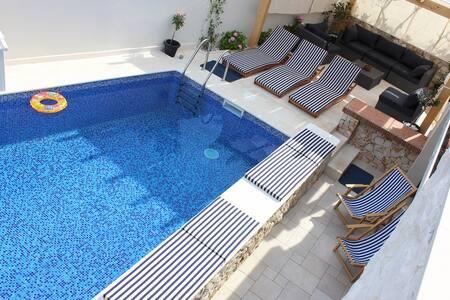 Luxury villa with pool near Trogir and Split - Slatine