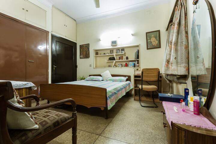 Cozy, Private Room GK 1 South Delhi - New Delhi - Huis