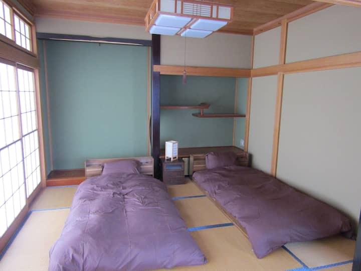 Yuzawa Condo(ユザワ・コンド) 一軒貸し 貴重な駐車場2台無料付!