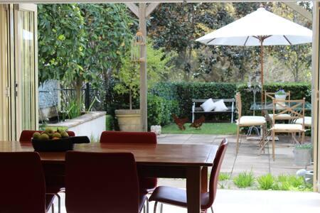 Modern home close to city & beaches - Naremburn - Haus