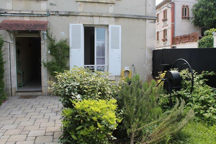 Maison de ville proche de la gare - Auxerre - Dům