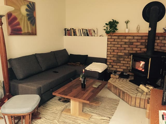 Bright and sunny 1 bedroom suite. - Кэнмор - Дом