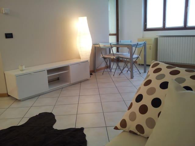 Monolocale Ale - Varedo - Apartamento
