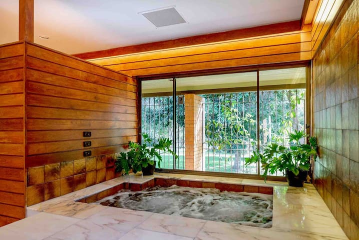 Work | Play | Relax - Spacious Private Retreat