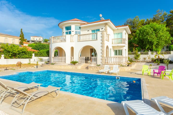 Villa Komissa: Large Private Pool, Walk to Beach, Sea Views, A/C, WiFi - 3439