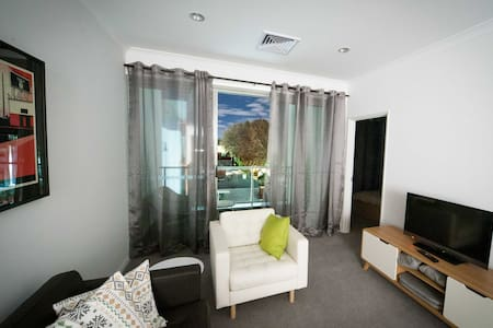 Amazing CENTRAL yet QUIET location! - Perth - Apartamento