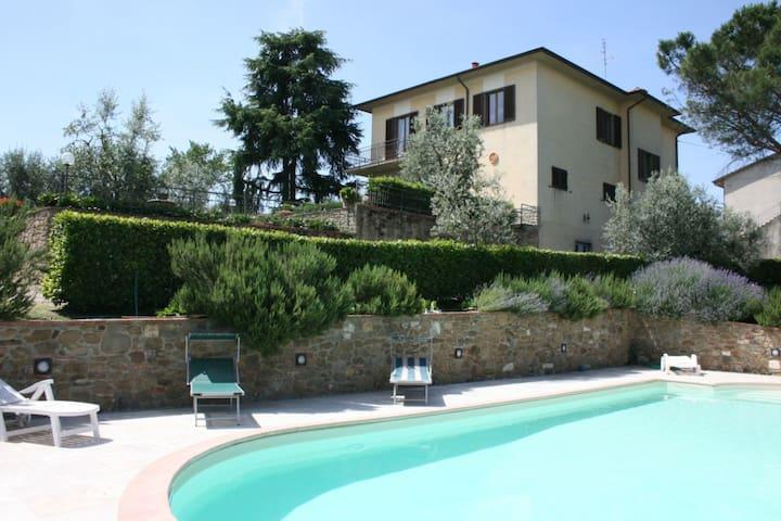 Il Poggiolo, sleeps 8 guests in Monte San Savino - Monte San Savino - Villa