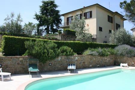 Il Poggiolo, sleeps 8 guests in Monte San Savino - Monte San Savino - Vila