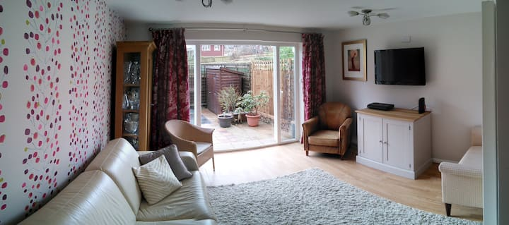 Ensuite Serviced Accommodation Central Guildford 2