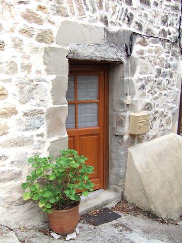 l'Alphabet, hameau de Parlatges - Saint-Pierre-de-la-Fage - Дом