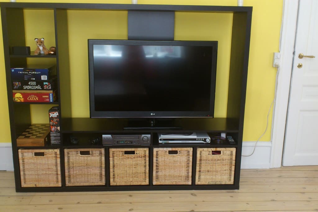 Lounge: 42 inch flat screen TV, DVD player and board games