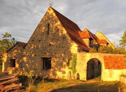 Charming hilltop hamlet,stone house - Masclat