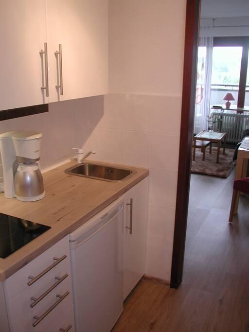 Blick von Küche in Wohnraum
