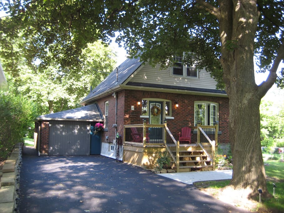 The Dundas Charming Cottage is a cute character home built in 1926.