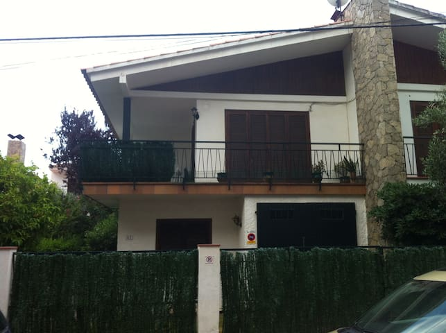 Maison proche de la plage (300 m) - Estartit Toroella de Mongri - Casa