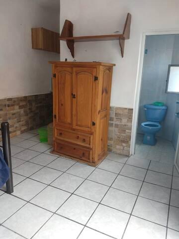 Pequeña habitación con entrada independiente