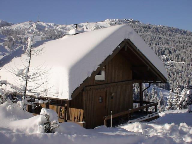 Skilodge Nassfeld, Kärnten, Austria - Sonnenalpe Nassfeld - Skur