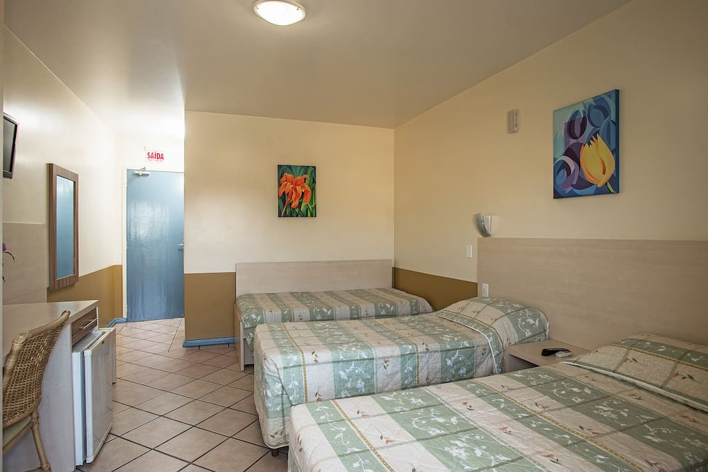 02 camas de solteiro + 01 bicama