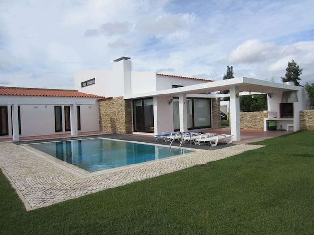 COUNTRY GOLF & POLO VILLA - Benavente - Hus