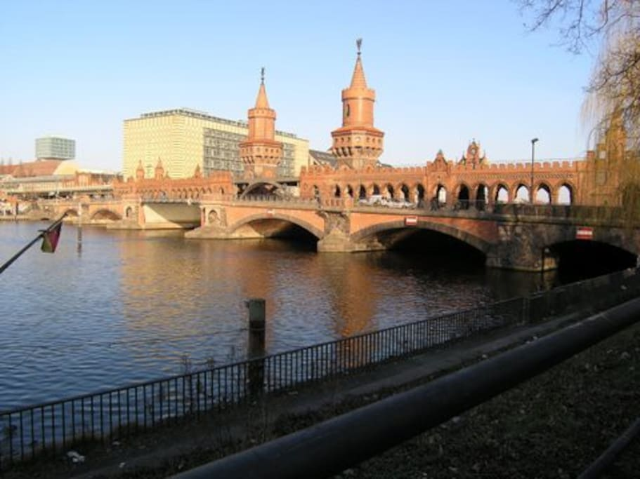 The bridge towards Kreutzberg across the river.