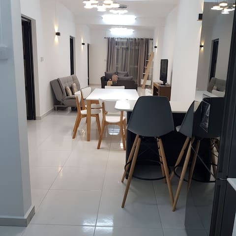 Your New View Awaits!! - 10 mins walk to the Beach