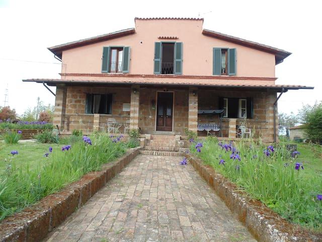 casale immerso nel verde - Corchiano - Villa