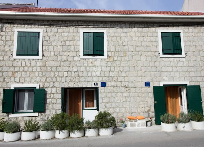 Apartment near beach in old town - Kaštel Sućurac - Ev